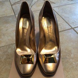 MaxMara Bronze with gold heel!